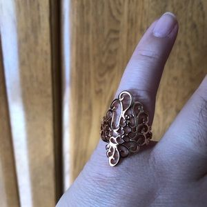 Jewelry - Rose gold color scroll ring